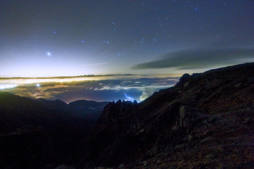 星夜の木曾路 流れ星、天の川、オリオン座、シリウスなど