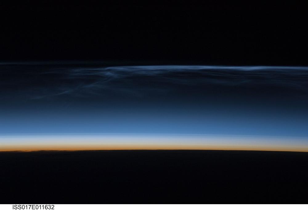 (7月22日に国際宇宙ステーションから撮影された... 国際宇宙ステーションから撮影された夜光雲