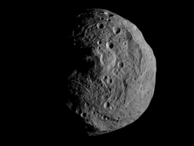 探査機「ドーン」、小惑星ベスタ...