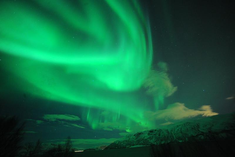 緑に輝くオーロラ