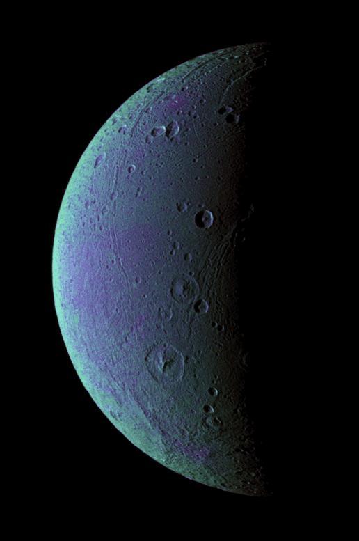 土星の衛星ディオネ 土星の衛星ディオネ。断層とクレーター構造が表面で見られることから、ディ...