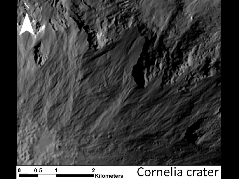 小惑星ベスタに謎の溝状地形