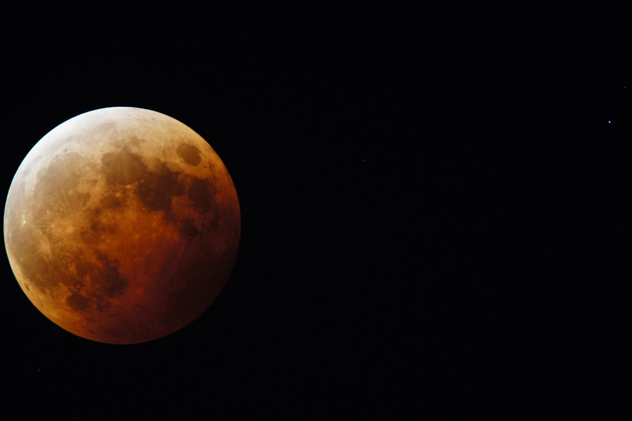 2014年4月日食_AstroArts: 投稿画像ギャラリー: 皆既中の月と天王星