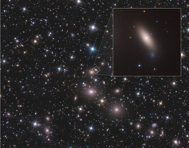 銀河「NGC 1277」とペルセウス座銀河団
