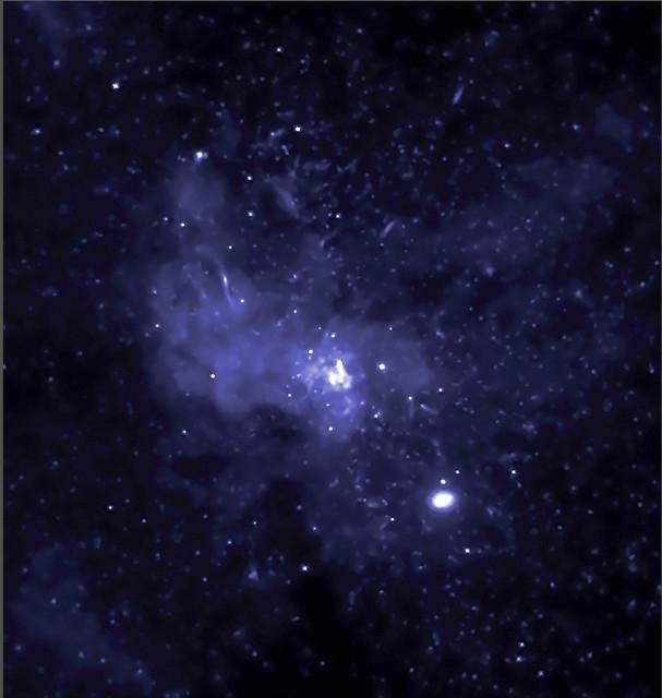 天の川銀河の中心に1万個のブラ...