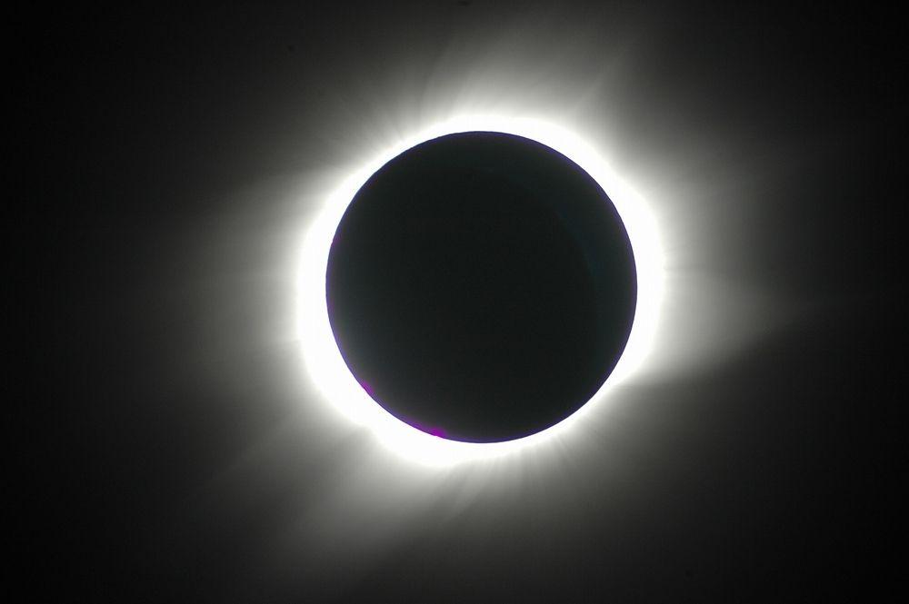 「皆既日食無料写真」の画像検索結果
