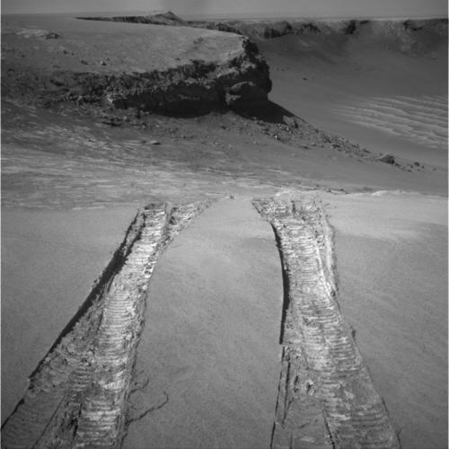 平原に見事戻った、火星探査車オ...