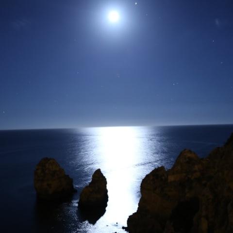 大西洋に映える月、木星