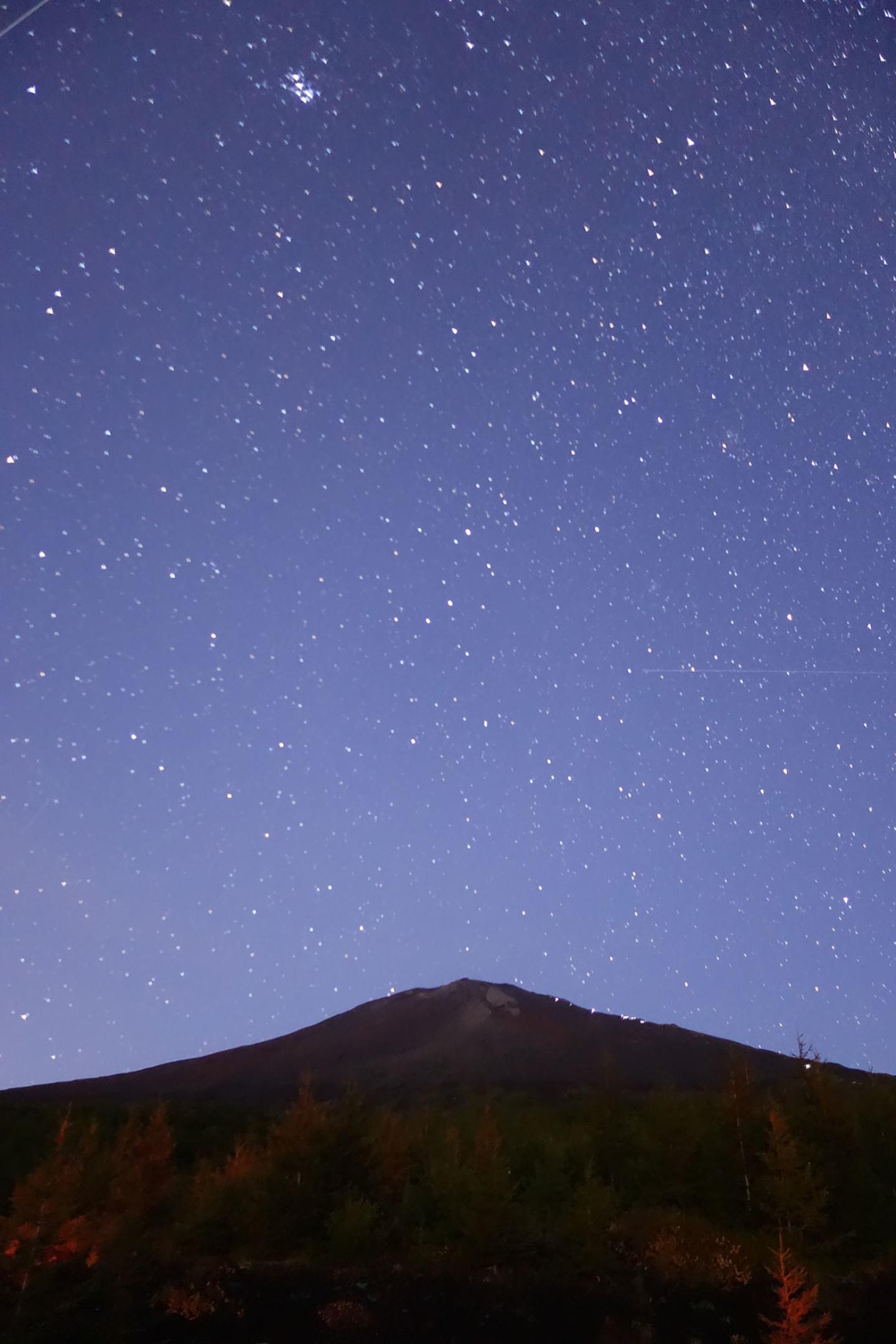 21866: 薄明の富士山と星空 by ...